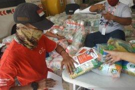 PMI distribusikan 40 ribu paket sembako kepada warga terdampak corona di Jakarta