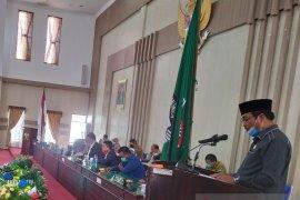 Wakil Bupati bacakan nota pengantar LKPJ di rapat paripurna DPRD Simalungun