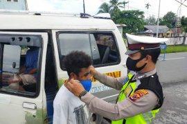 Satlantas Polres Biak lakukan pemeriksaan kelengkapan kendaraan dan sosialisasi COVID-19