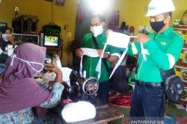 Dukung cegah COVID-19, kaum ibu di Aceh Barat produksi masker kain