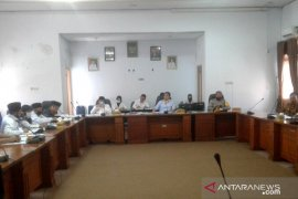 Puluhan perangkat desa di Rejang Lebong yang diberhentikan protes ke DPRD