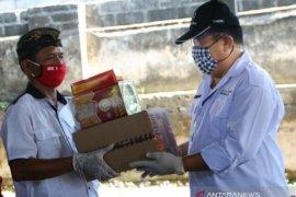Wagub Bali serahkan bantuan logistik untuk masyarakat Padang Kerta-Karangasem