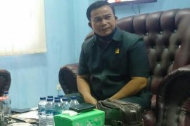 Ketua DPRD Nias minta kisruh dihentikan  demi rakyat