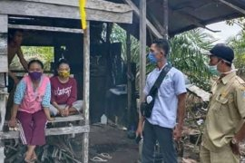 Ibu  beserta dua anaknya ini mengisolasi diri ke ladang sepulang dari Jakarta