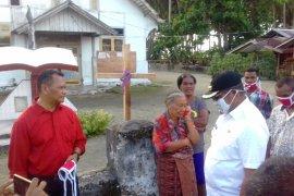 Bupati Thaher bagikan masker dan sembako untuk warga di pulau-pulau
