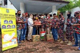 LSM dan pengusaha lokal salurkan bantuan korban banjir Cilegon