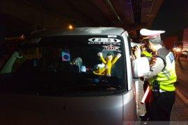 Polisi Jakarta tak kendurkan pemeriksaan kendaraan pribadi, bus hingga truk