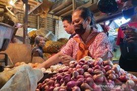 Presiden Jokowi soroti harga bawang dan gula pasir
