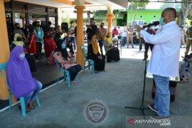 Pemprov Gorontalo salurkan bantuan pangan di Sipatana