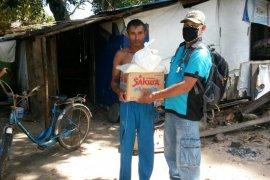 Anggota FRKP salurkan bantuan sembako di Kayong Utara