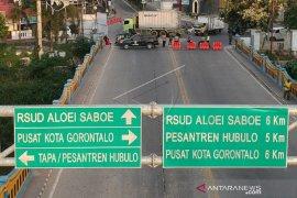 Foto - Penerapan PSBB Gorontalo, Polisi tutup jalan utama pukul 17.00-06.00 wita