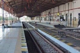 KA lokal hanya berhenti di  Stasiun Jombang