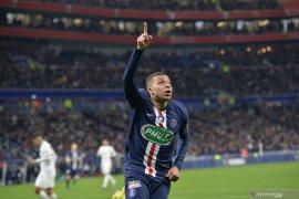 Kylian Mbappe sabet penghargaan sepatu emas  Ligue 1