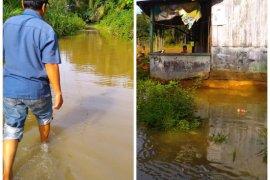 15 kepala keluarga di Kecamatan Sei Lepan Langkat mengungsi karena banjir