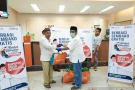 BNI Cabang Rantauprapat bagikan 200 paket bahan pangan