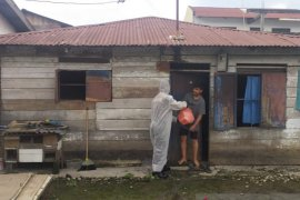 Sat Brimob Polda Sumut beri bantuan korban banjir di Deli Serdang
