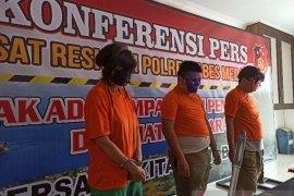 Tiga tersangka pembunuhan mayat dalam kardus di Cemara Asri terancam hukuman mati