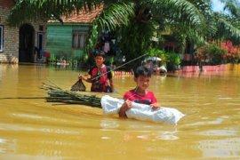 Banjir luapan Sungai Batanghari rendam jalan di Jaluko Muarojambi