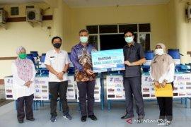 Bank Mandiri Mentok salurkan bantuan tempat cuci tangan