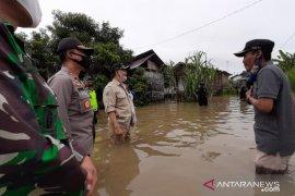 Sejumlah keluarga  di Kota Jambi dievakuasi karena rumahnya terendam banjir