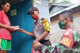 Kodim 1314 dan Polres Gorontalo sentuh warga miskin dengan makanan siap saji