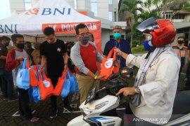 BNI bagikan 600 paket takjil di Kota Pontianak