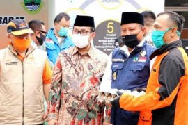 Pemprov Jabar distribusikan 71 ribu paket bansos bagi warga Cirebon