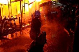 Empat rumah terbakar termasuk rumah camat
