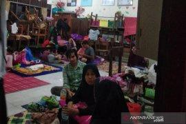 Ratusan warga korban banjir ngungsi di gedung sekolah
