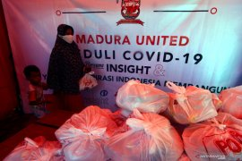 PWI, Madura United FC distribute 600 aid packages to locals