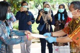 Pemkot Pangkalpinang serahkan surat pernyataan sehat pasien COVID-19