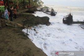Abrasi pantai rusak sejumlah lokasi wisata kuliner di Meulaboh