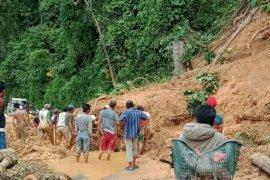 Longsor lumpuhkan akses  jalan Pulau Beringin OKU Selatan
