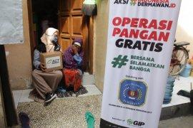 ACT Jatim salurkan bantuan pangan kepada masyarakat prasejahtera