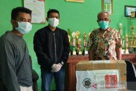 PWI Pamekasan bantu 102 baju hazmat kepada tenaga medis RSUD