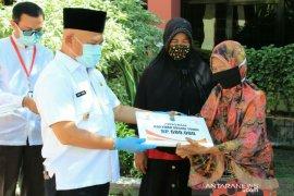 Bantuan langsung tunai disalurkan kepada 14.818 kepala keluarga