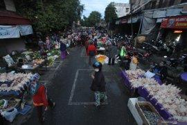 Pedagang senang penerapan menjaga jarak di Pasar Banjarbaru