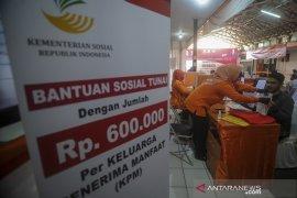 Penyaluran bantuan sosial tunai