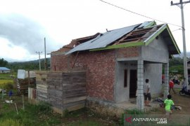 Belasan rumah rusak diterjang angin puting beliung Desa Air Bening