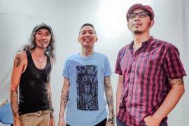 Tiga musisi rock asal Surabaya ciptakan lagu tentang Corona