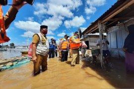 Warga di bantaran Sungai Batanghari hampir setengah bulan terendam banjir