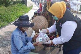 1.588 bungkus nasi ikan dibagikan  kepada  warga terdampak COVID-19