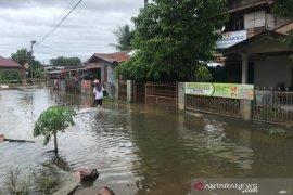 Banjir Aceh Besar surut, warga mulai bersihkan rumah