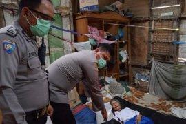 Polisi bantu sembako warga tunanetra di Medan  terdampak COVID-19