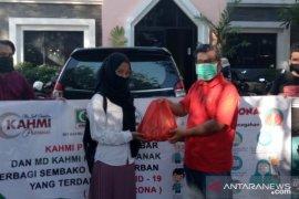 KAHMI Pontianak - Preneur Kalbar bagikan 100 paket sembako