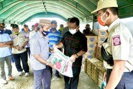 Aminullah kunjungi posko pengungsian dan serahkan bantuan