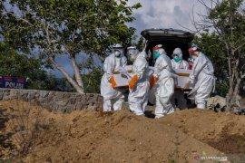 Jenazah pasien positif COVID-19 asal Pesisir Selatan dimakamkan di Padang