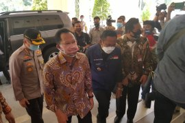 Mendagri Tito Karnavian minta Bekasi buat terobosan penanganan COVID-19