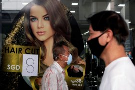 Singapura bakal lengkapi warga dengan alat pelacak kontak corona