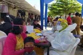 Pengunjung empat pasar tradisional di Gowa, Sulsel jalani rapid test massal